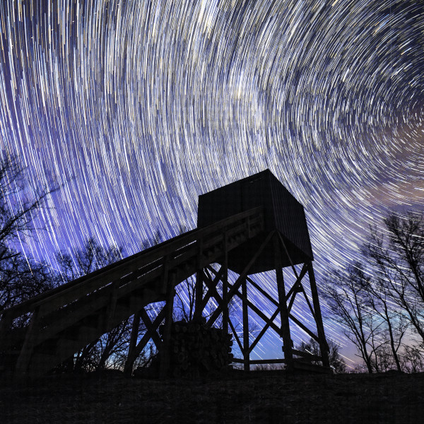 star-trails-shooting-tower